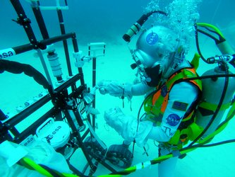 Testing prototypes for geological sampling tools underwater