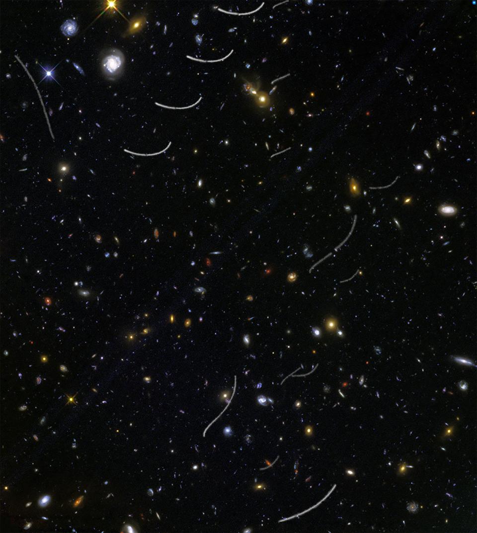 """Tiefe Aufnahme des Universums von Hubble, """"photogebombt"""" von Asteroiden, die weiße Streifen auf der Aufnahme hinterließen"""