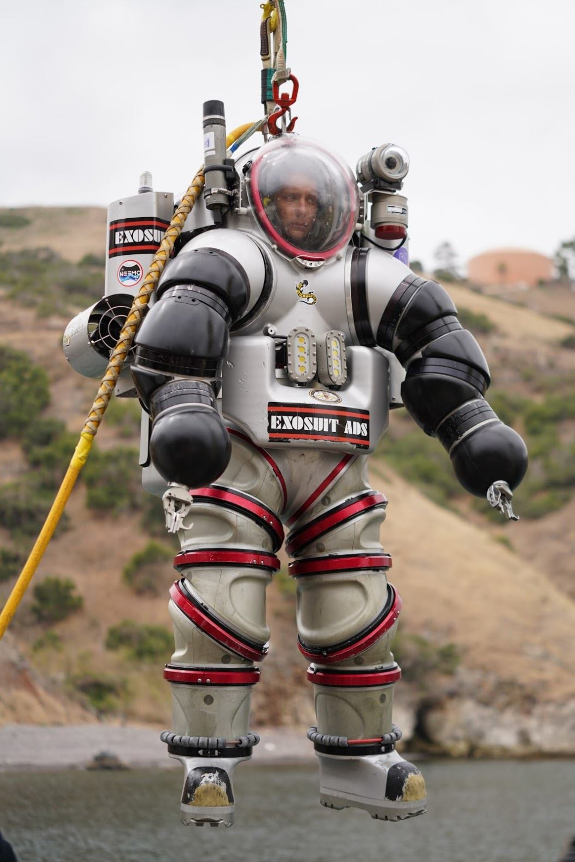 NEEMO NXT - Thomas inside the exosuit