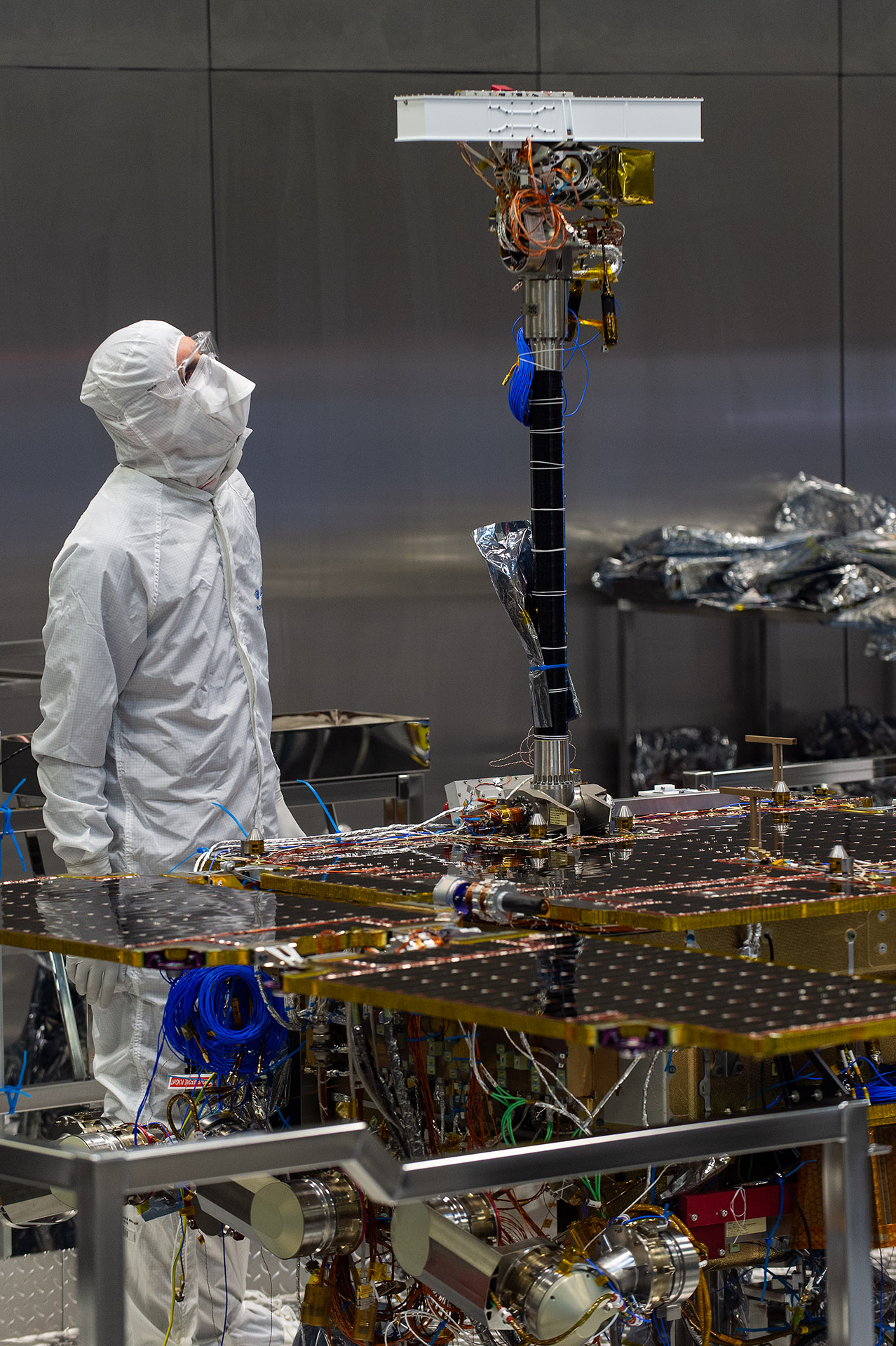 http://www.esa.int/var/esa/storage/images/esa_multimedia/images/2019/08/pancam_mast_fitted_to_exomars_rover/19666658-2-eng-GB/PanCam_mast_fitted_to_ExoMars_rover.jpg