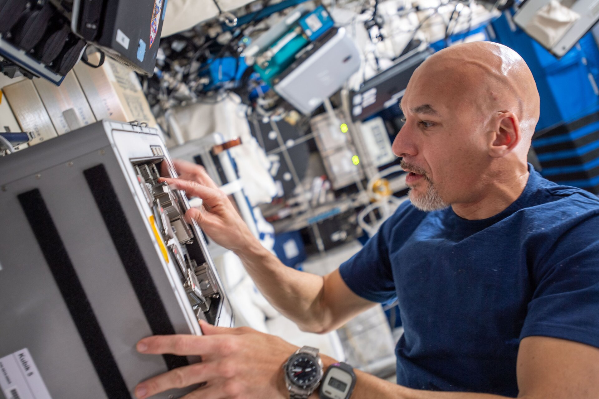 Luca installs Biorock in the Space Station's Kubik facility
