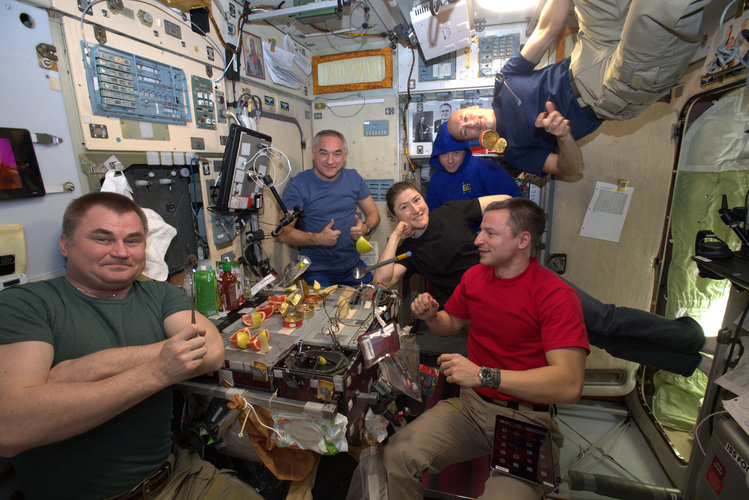 Exp 60 crew eat dinner on International Space Station