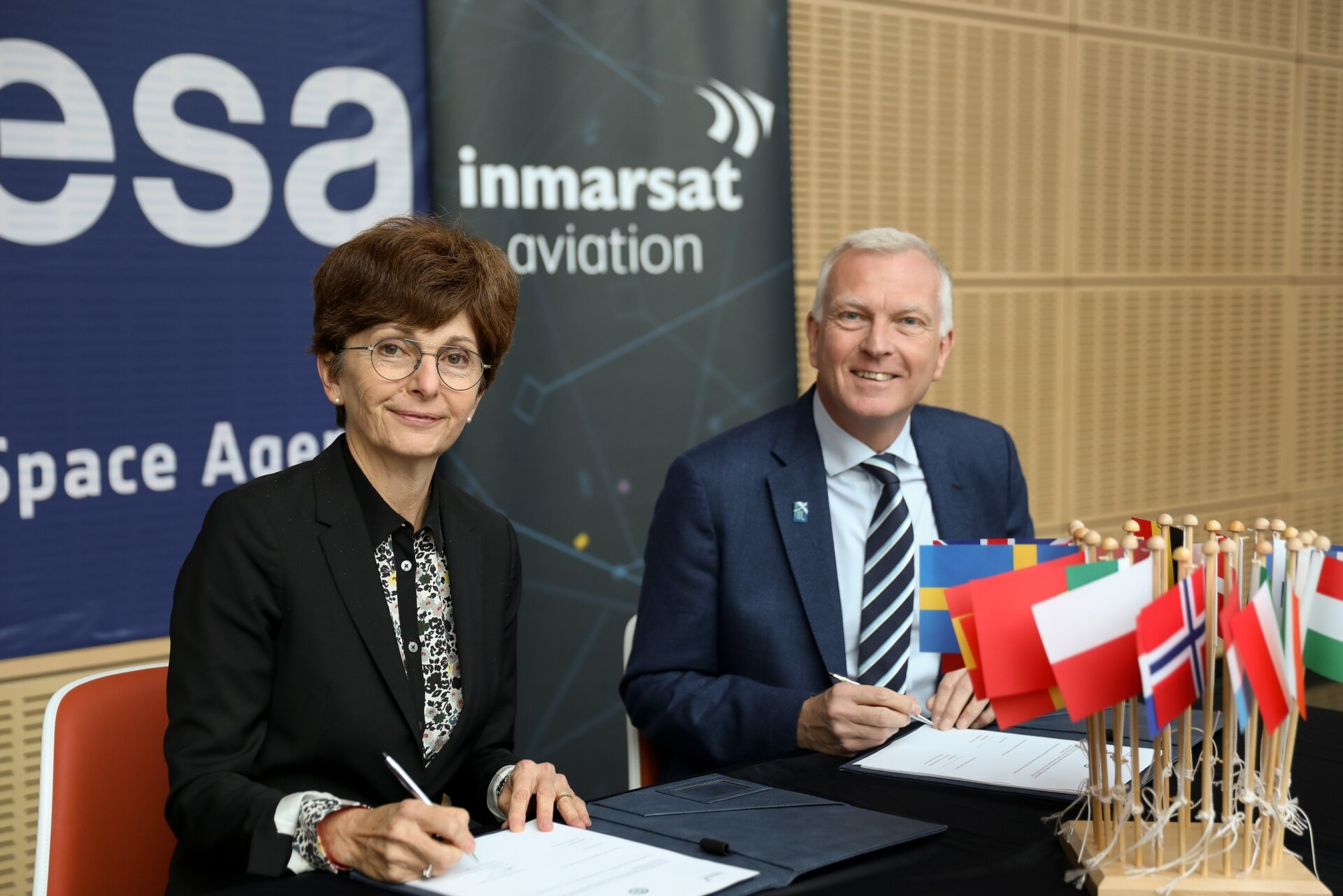 ESA and Inmarsat sign agreement to use satellites for air traffic management