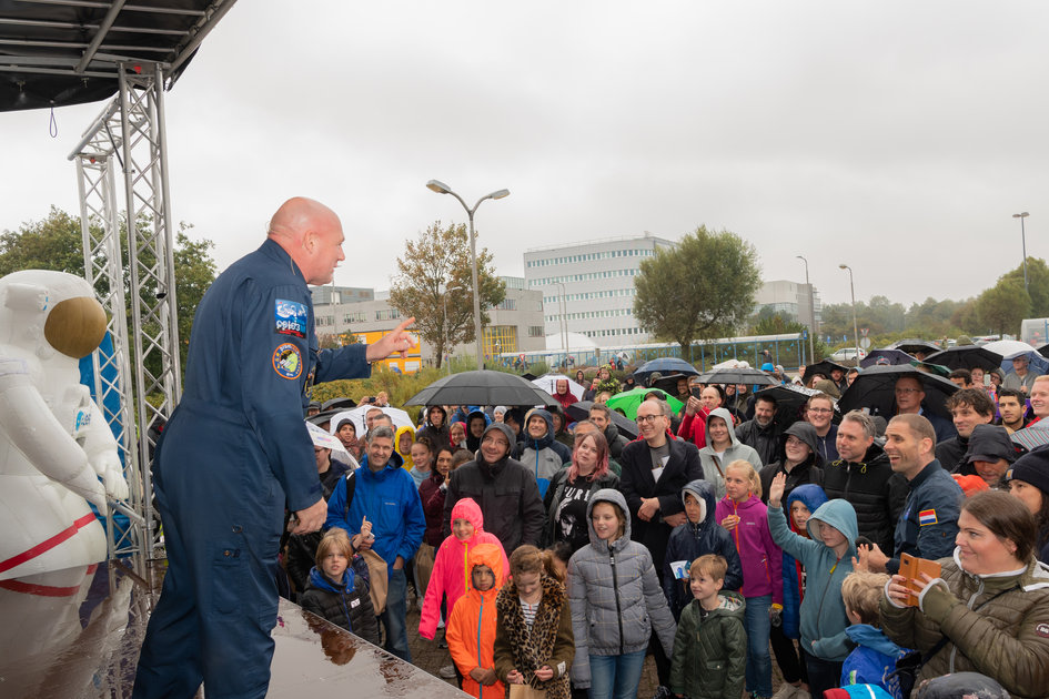 ESA astronaut André Kuipers addresses the crowd