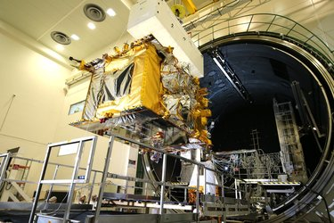 Quantum satellite in thermal vacuum facility