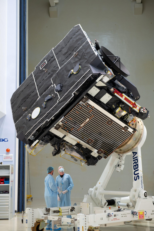 Orbitador solar na sala limpa