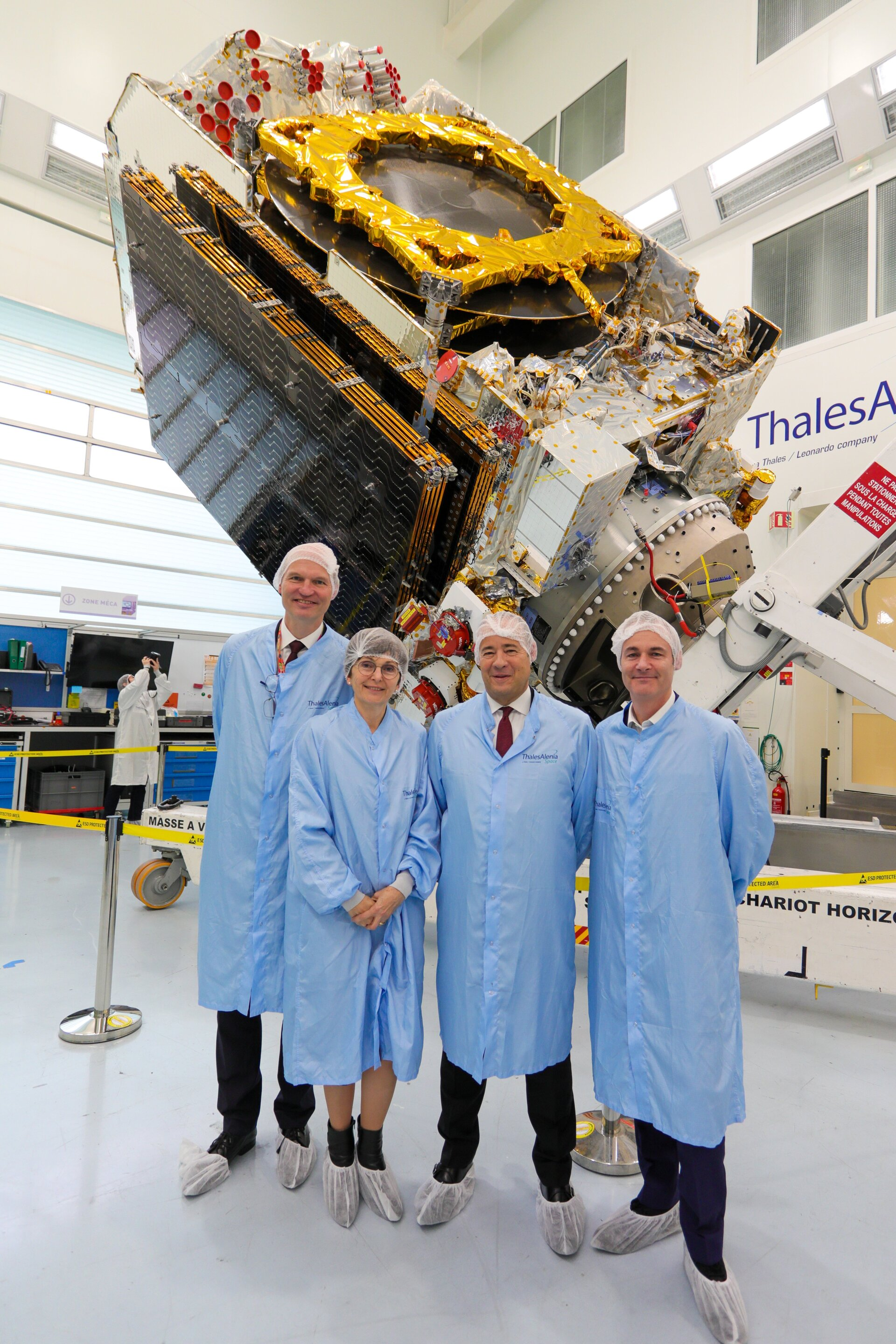 Magali Vaissiere, Director of Telecommunications and Integrated Applications at ESA (centre left), and Jean-Loïc Galle, President and Chief Executive Officer of Thales Alenia Space (centre right)