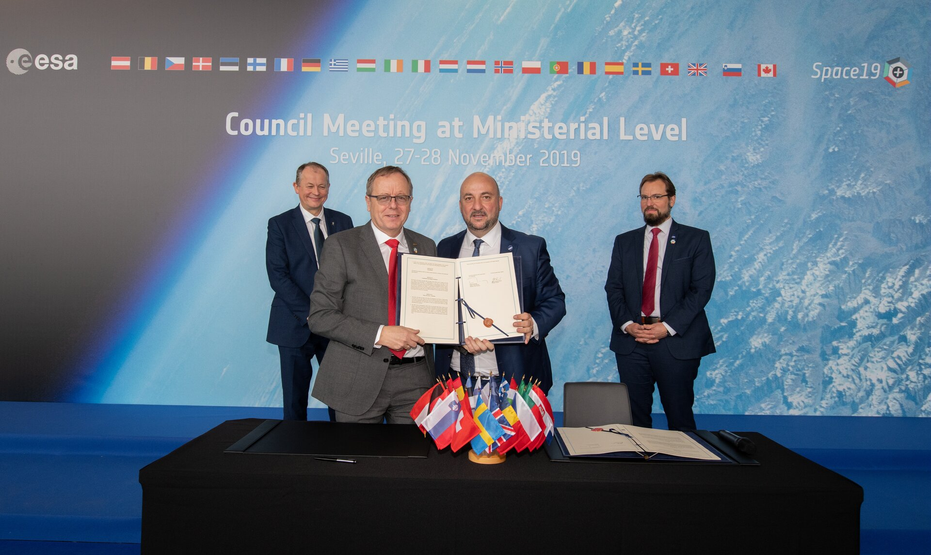Signing of Memorandum of Cooperation with Luxembourg on space resources