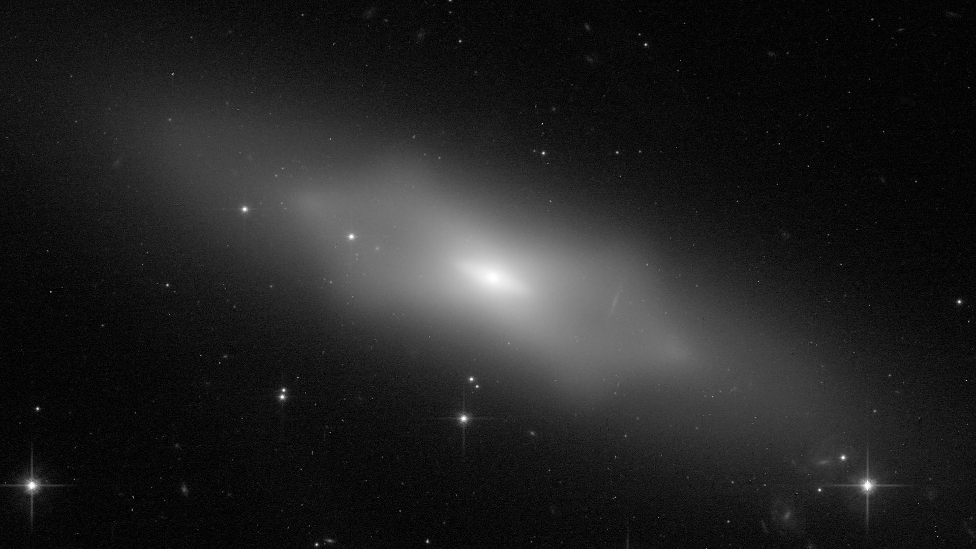 Esta imagen del telescopio espacial Hubble de NASA/ESA muestra NGC 1175, una galaxia con una forma particular e intrigante. Crédito: NASA/ESA Hubble Space Telescope y William Keel (University of Alabama) y el equipo del Galaxy Zoo.