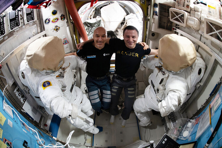 Luca and Drew prepare for the fourth #SpacewalkForAMS