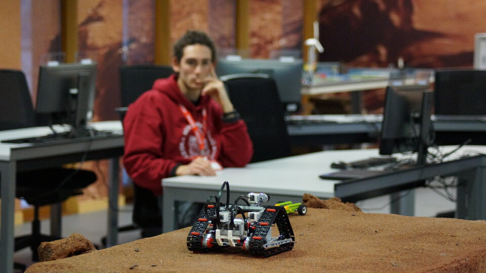 Miniature robot using automation to roll on a Martian-like surface