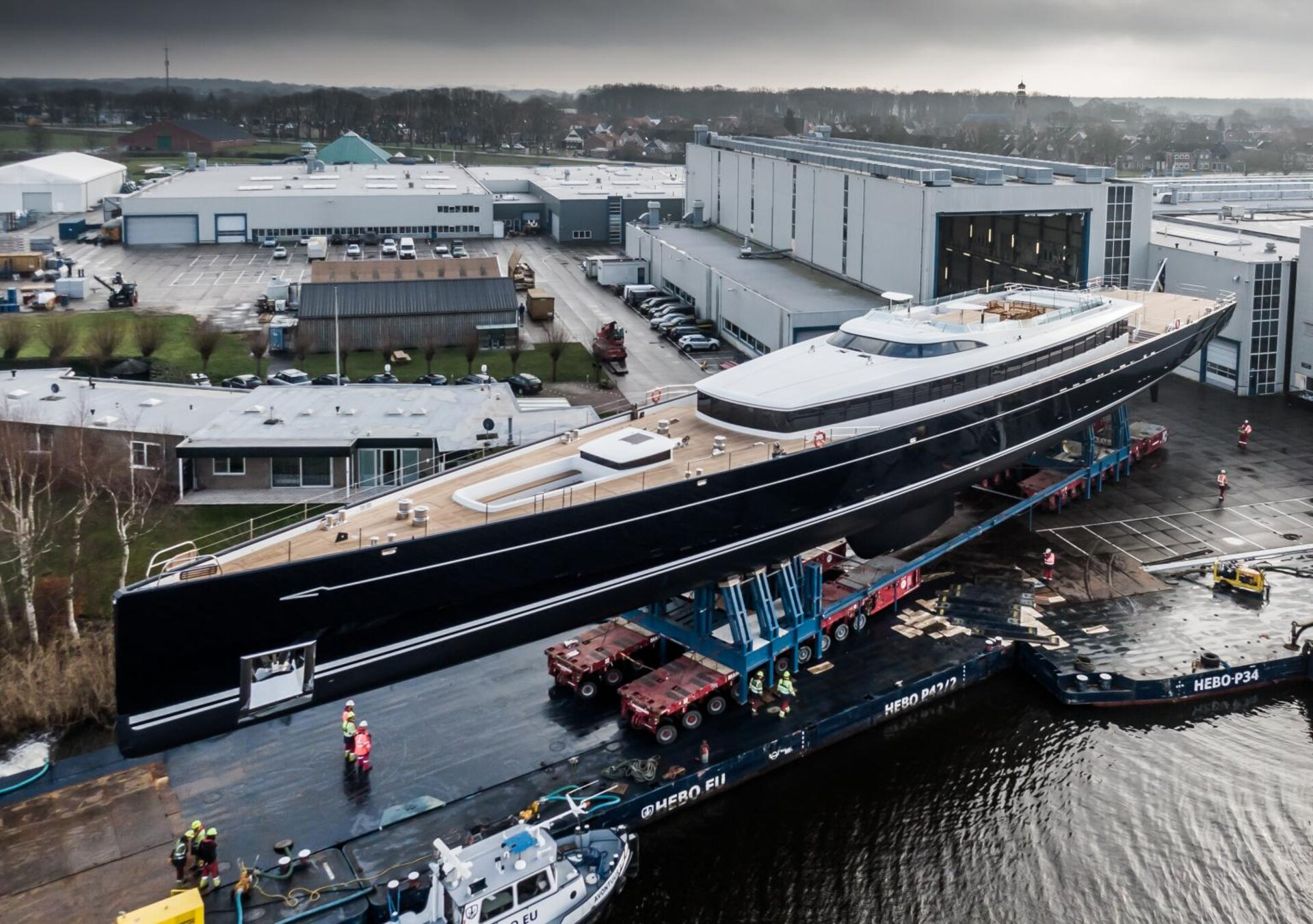 Satellite design applied to superyacht