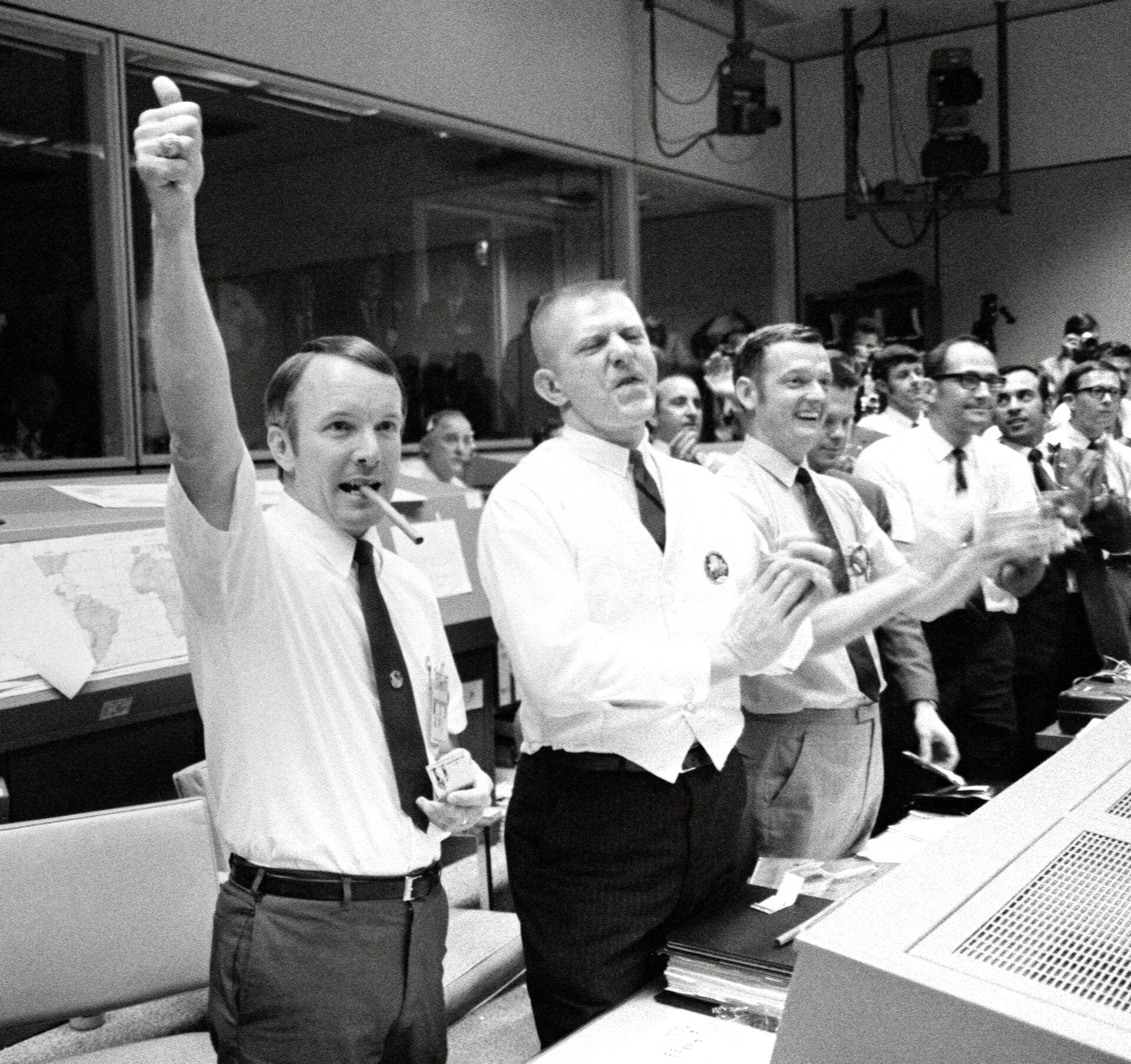 Mission control celebrates successful splashdown