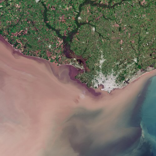 The Copernicus Sentinel-2 mission takes us over Montevideo – the capital and largest city of Uruguay.