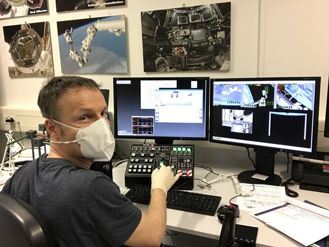ESA astronaut Matthias Maurer trains robotic operations on the Dynamic Skills Trainer (DST) at EAC