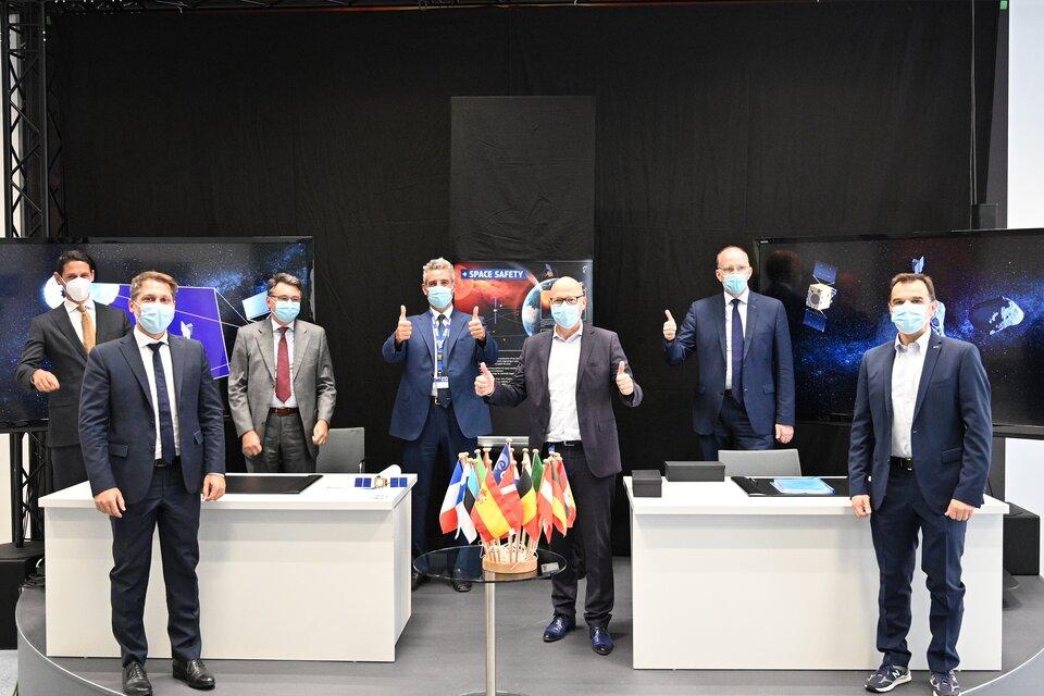 Les partenaires de la mission Hera lors de la signature du contrat le 15 septembre 2020