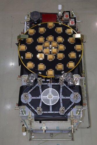 Circular L-band (navigation) and hexagonal (SAR) antenna