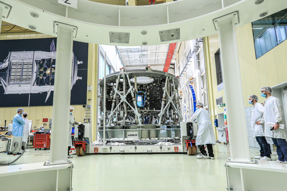 Moving third European Service Module structure