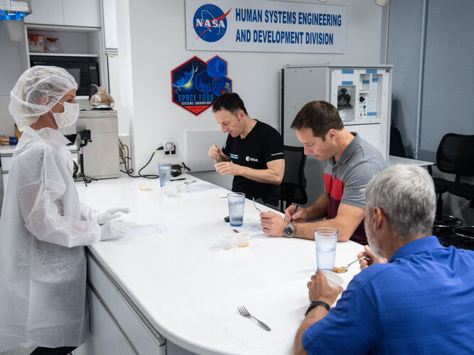Space food tasting with ESA astronauts Matthias Maurer and Thomas Pesquet at NASA