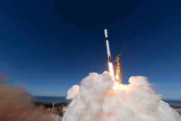 Sea-level monitoring satellite lifts off