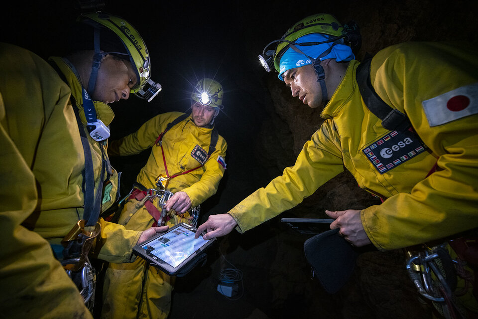 Underground organisation during a CAVES expedition