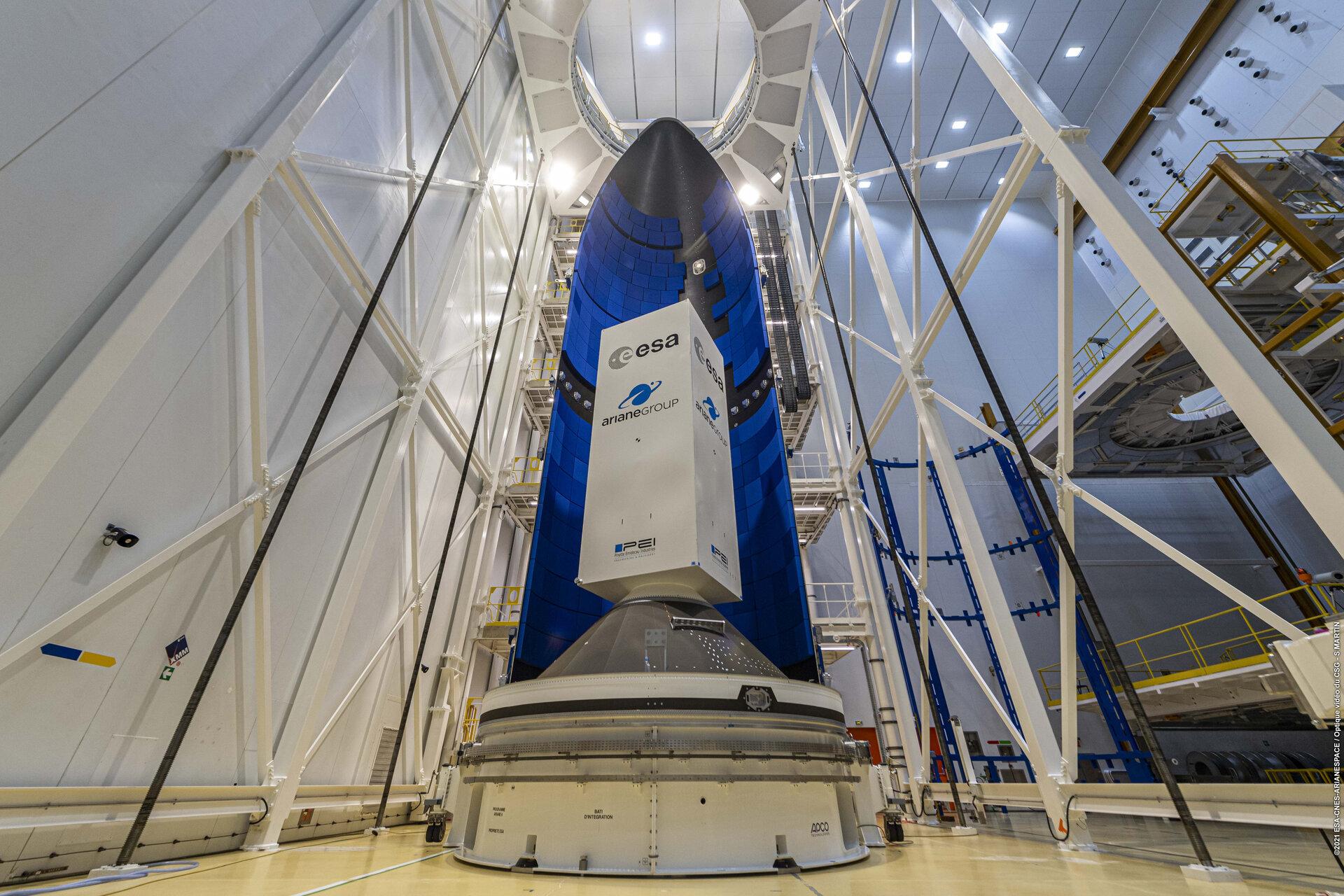 Na evropský kosmodrom Kourou dorazil první kryt pro novou raketu Ariane 6