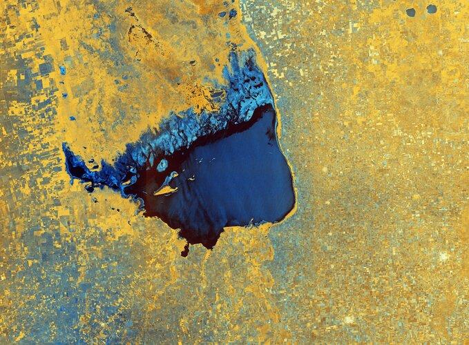 The Copernicus Sentinel-1 mission takes us over Lake Mar Chiquita – an endorheic salt lake in the northeast province of Córdoba, Argentina.