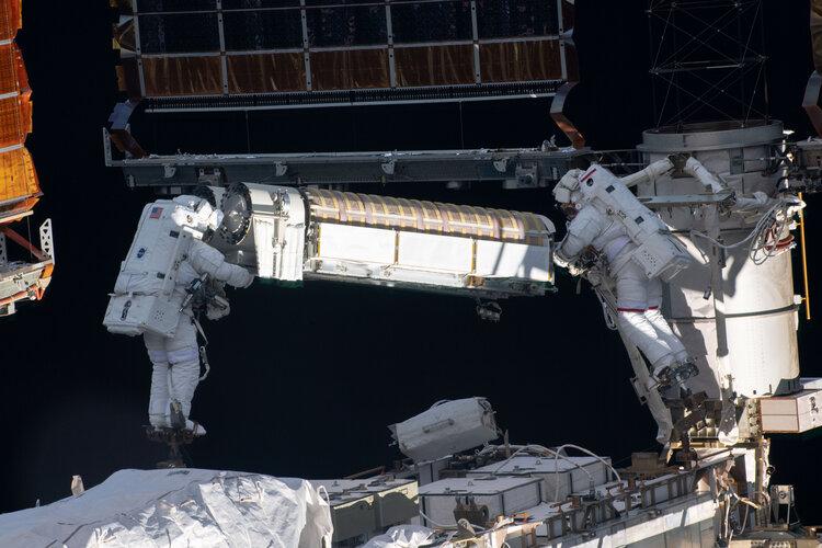 Thomas Pesquet and Shane Kimbrough on first Alpha spacewalk