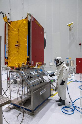 Eutelsat Quantum is fuelled prior to launch