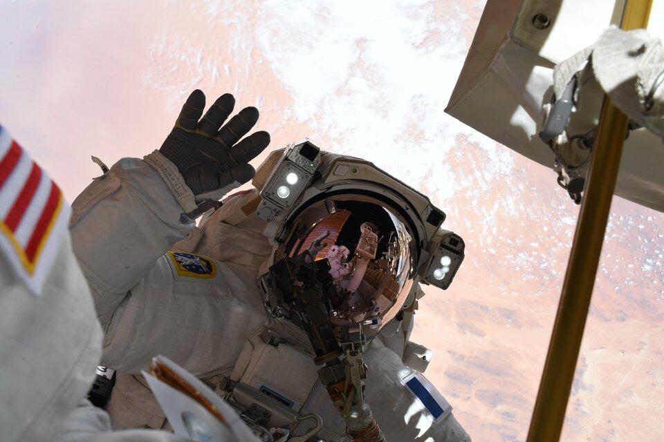 Vague de sortie dans l'espace