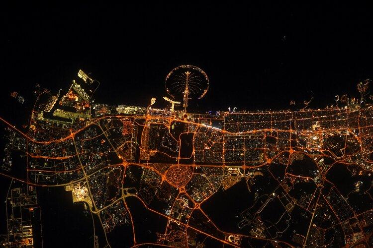 Dubaï at night