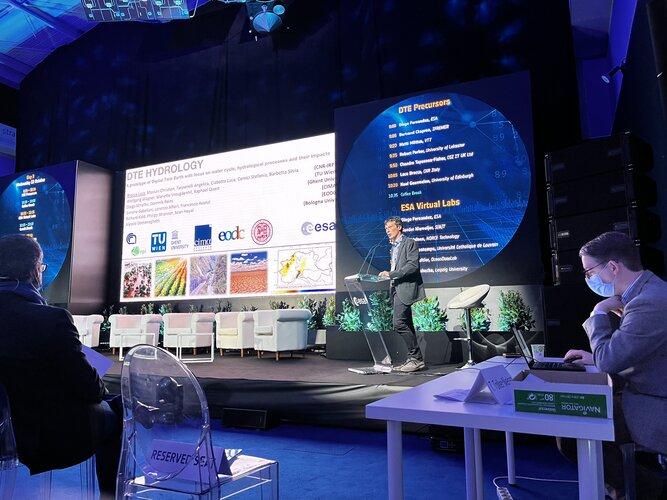 Luca Brocca presenting the Hydrology Digital Twin at Φ-week