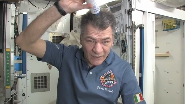 how do astronauts wash in space - photo #7