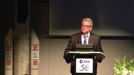 First-ever visit by a Head of State to ESA's operations centre in Darmstadt