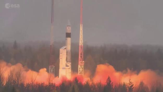 Air quality-monitoring satellite in orbit / Sentinel-5P ...