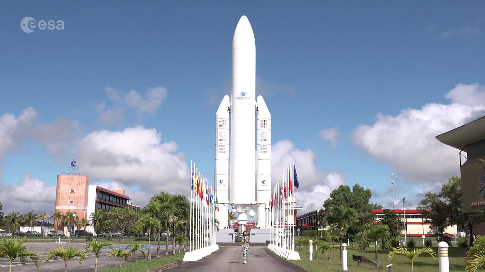 https://www.esa.int/var/esa/storage/images/esa_multimedia/videos/2019/12/europe_s_spaceport_in_french_guiana/21525105-3-eng-GB/Europe_s_Spaceport_in_French_Guiana_pillars.jpg
