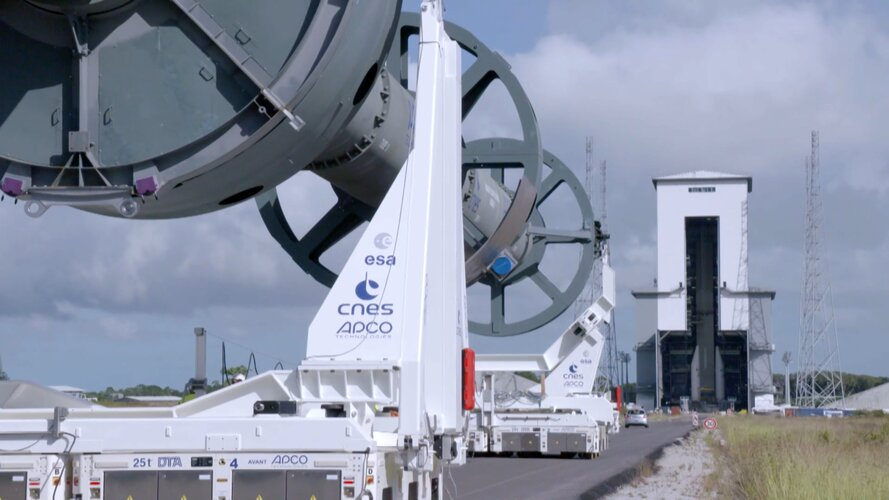Watch the preparation, transfer and integration of a mockup Ariane 6 core stage with mockup strap-on boosters on the launch table at Europe's Spaceport.