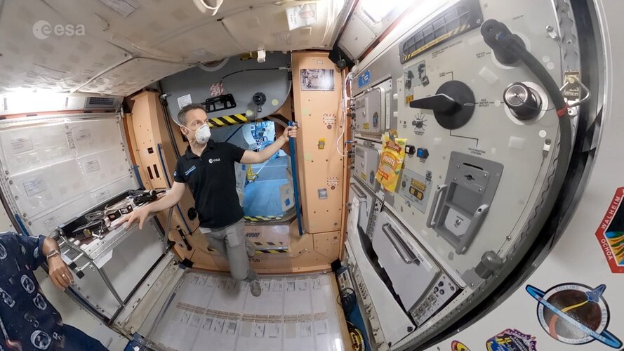 Astronaut vlog: space food and fitness